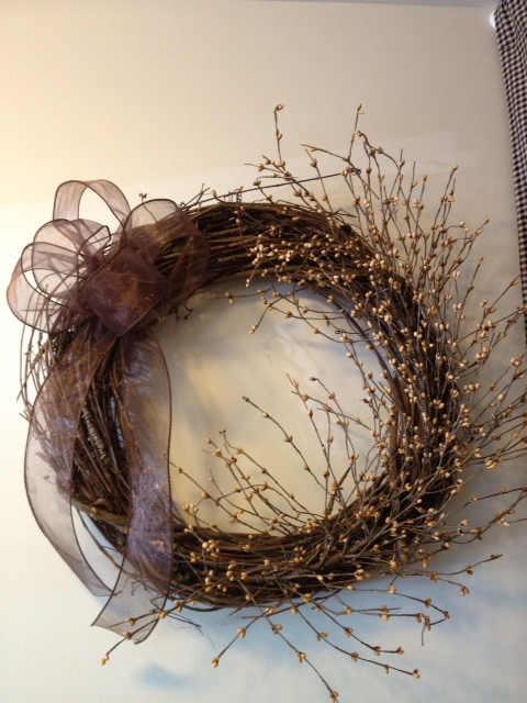 Wreath, Cream Berry with Sheer Brown Bow