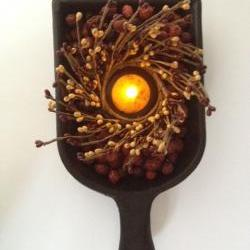 Candle, Black Scoop with Tea Light Candle, Scented Rosehips and Berries